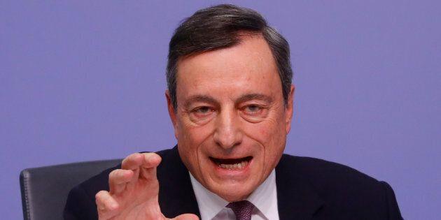 Draghi tiene a bada i falchi dentro la Bce: prematuro frenare sul quantitative easing. La politica espansiva...
