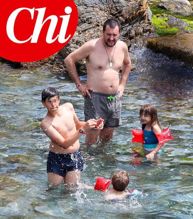 Salvini al mare con i figli e senza Isoardi. Nessuna crisi tra i due: presto