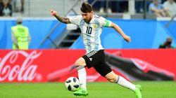 La perla di Messi, il dito medio di Maradona. L'Argentina si salva, agli ottavi contro la