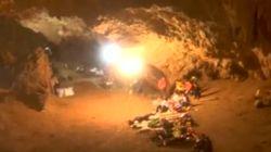 Ricerche senza sosta dei 12 calciatori thailandesi intrappolati in una grotta da 4