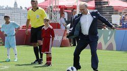 Finte e doppi passi. Putin gioca a calcio con Ronaldo