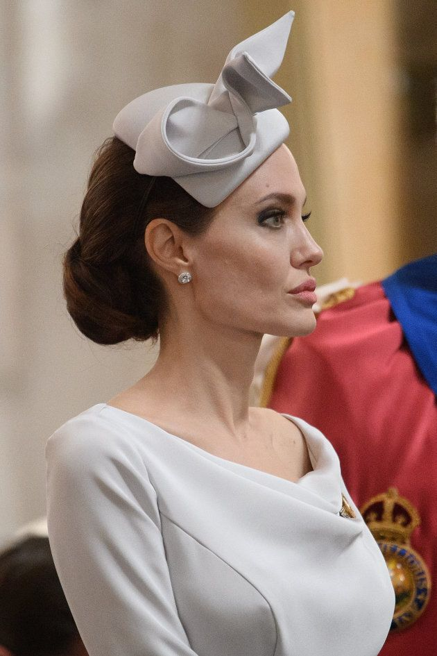 Angelina Jolie elegantissima tra i reali di Buckingham Palace: ecco la regina di Hollywood (e non