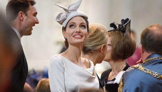 Angelina elegantissima tra i reali inglesi: ecco la regina di Hollywood (e non