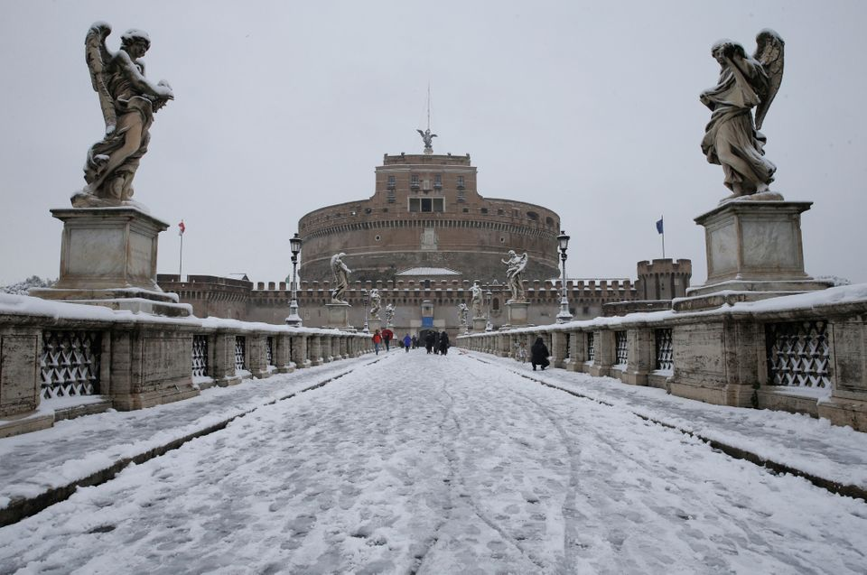 Saint Angelo Castle is seen during a heavy snowfall in downtown Rome, Italy February 26, 2018. REUTERS/Max