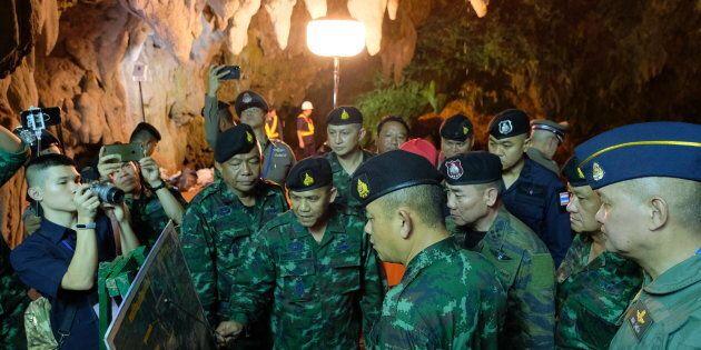 Thailandia, l'ultimo disperato tentativo di salvare i ragazzi intrappolati nella grotta: un foro nella...