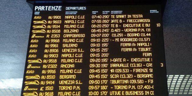 La neve paralizza la rete ferroviaria: treni cancellati, ritardi fino a 7 ore. Protestano i passeggeri,...