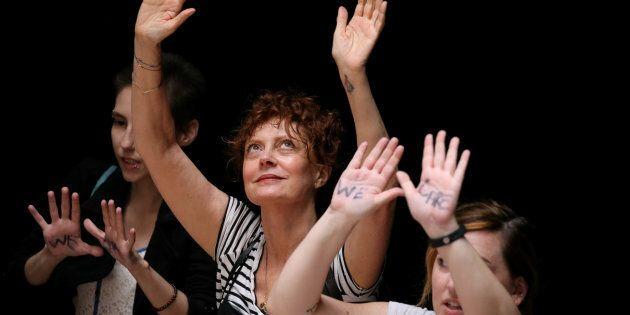 Susan Sarandon arrestata durante una protesta anti-Trump.