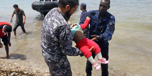 Le foto dalla Libia urlano un richiamo all'umanità.