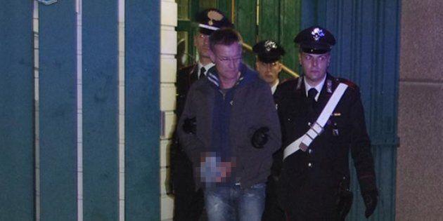Un momento dell'arresto dell'ex terrorista dei Nar, Massimo Carminati, in una foto rilasciata dai Carabinieri...