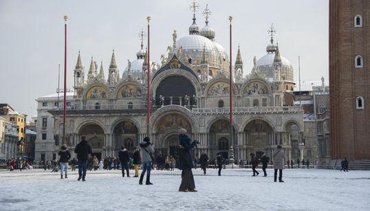 Lo spettacolo della neve in 20 scatti mozzafiato dal
