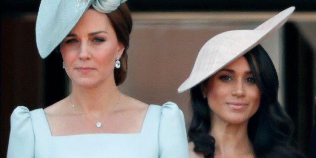 Perchè Kate e Meghan non possono indossare scarpe con zeppa davanti alla regina (e altri divieti