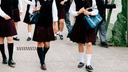 Meglio i pantaloni, quaranta high school inglesi vietano le