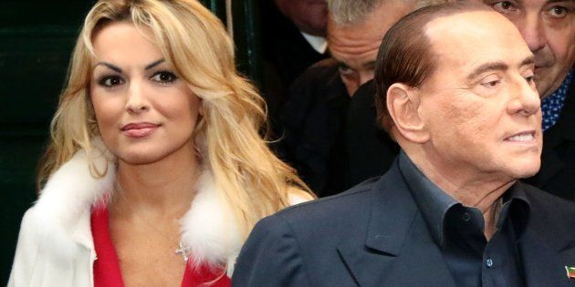 Berlusconi a Napoli rompe il silenzio