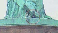 Scala e occupa la Statua della Libertà per chiedere di