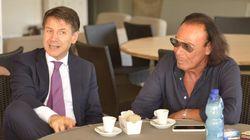 Conte al Circolo Canottieri di Roma si concede una pausa caffè con