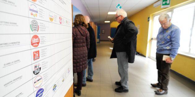 Voto nel caos a Palermo, alcuni seggi aprono con 2 ore di ritardo. Protesta il leader di Leu Pietro Grasso: