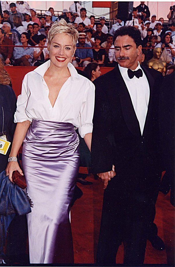 Sharon Stone & Phil Bronstein at the 1998 Academy Awards in Los Angeles. (Photo by Jeff Kravitz/FilmMagic,