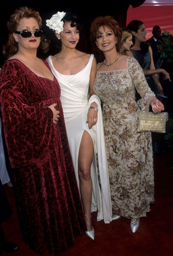 Wynonna Judd, Ashley Judd and Naomi Judd during The 70th Annual Academy Awards - Red Carpet at Shrine...