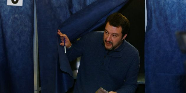 Matteo Salvini in coda: