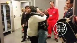 Rosa è tornata a casa. Il video del momento dell'abbraccio con la mamma in