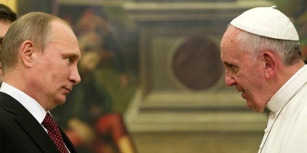 La svolta di Francesco: il summit di Bari allontana il Papa e