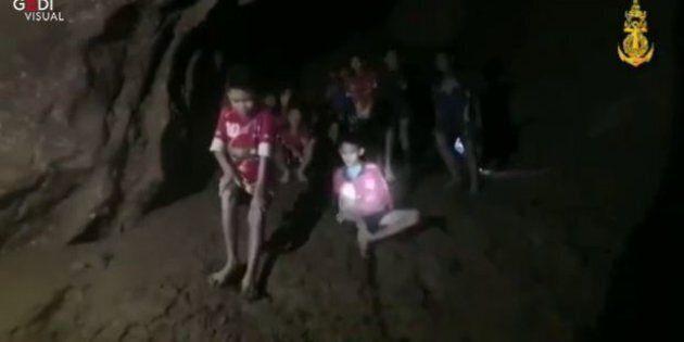 Thailandia, la famiglia di un ragazzo intrappolato nella grotta: