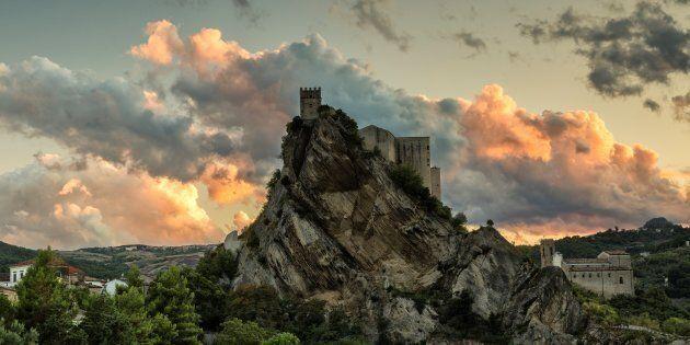 C'è un castello da fiaba in Italia che può essere affittato per meno di 90