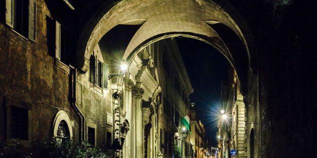 Rissa tra clochard nella notte a Trastevere, un
