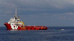 Salvini chiude i porti anche a una nave italiana con 66 migranti. Sedata rivolta a bordo, interviene la nave