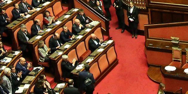 Autosospesi 6 senatori Forza Italia, l'emendamento sul dl Genova spacca anche