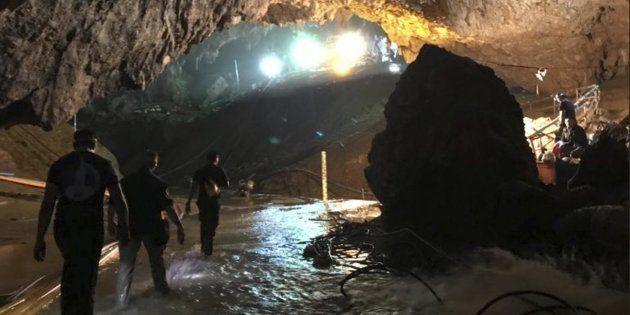 Perché i calciatori thailandesi si trovavano nella grotta di Tham