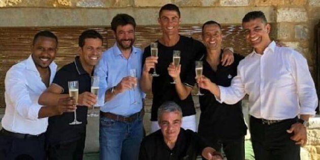 Il brindisi di Agnelli e Ronaldo in Grecia. In 10 giorni la capitalizzazione della Juve è aumentata di...
