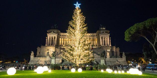 L'albero di Natale di Roma sponsorizzato da Netflix: alto 20 metri, sarà illuminato da 60mila