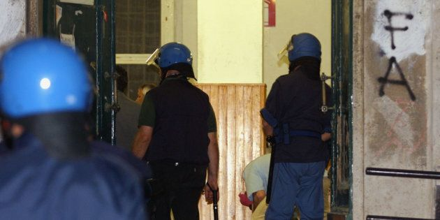 Il G-8 di Genova non finisce mai. Per i poliziotti della Diaz si apre la possibilità della revisione...