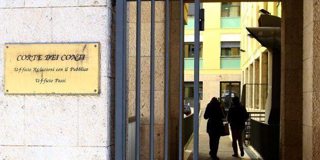 Corte Conti a tenaglia. Quella italiana chiede taglio debito, quella europea dice