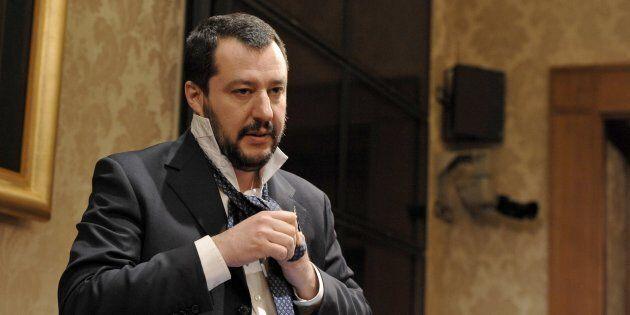 Al raduno dei parlamentari leghisti a Milano tutti in abiti eleganti. Il tempo delle felpe è