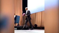 Obama fa un sorpresa a Michelle durante la presentazione del suo