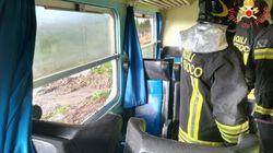 Tromba d'aria investe un treno in Calabria. Feriti lievi tra i