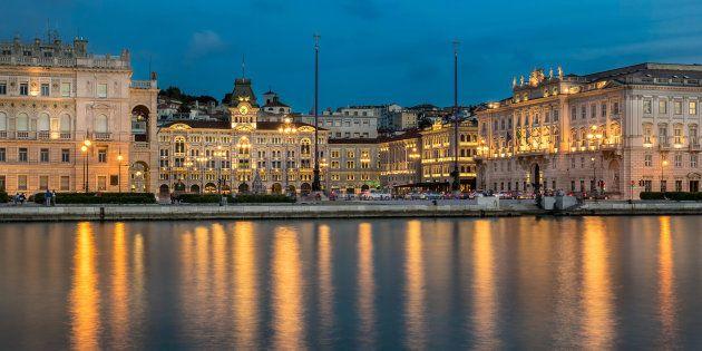 A Trieste la poesia conquista il mondo e a Roma si brinda alla poesia del vino