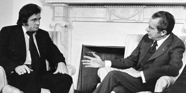 Quella volta che Johnny Cash cantò a Richard Nixon il suo messaggio di pace (e Tricky Dick lo