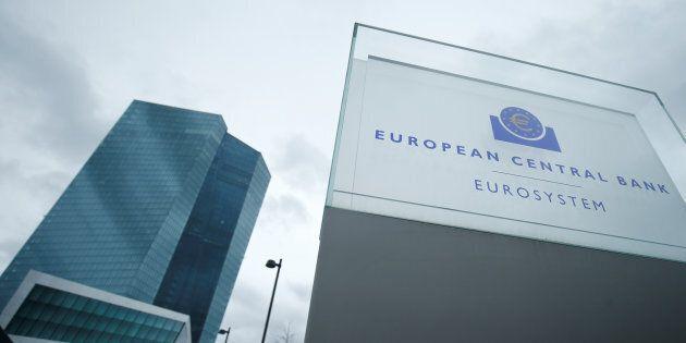 La Bce evoca il caso greco, domani il niet della Commissione sulla manovra