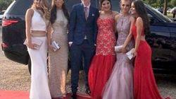 Nessuno l'accompagna al ballo di fine anno: 5 amiche sorprendono così un ragazzo