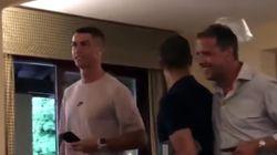 Alla prima cena torinese Cristiano Ronaldo rispetta la dieta (eccetto che per un