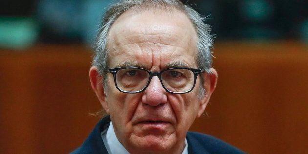 Pier Carlo Padoan sventola le paure di Bruxelles, Di Maio lo attacca: