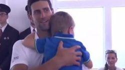Djokovic corre da suo figlio dopo il trionfo di Wimbledon: