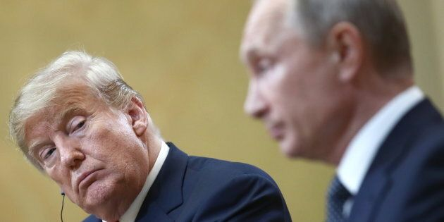 Repubblicani all'attacco di Trump dopo il vertice di Helsinki con Putin. Il senatore Flake: