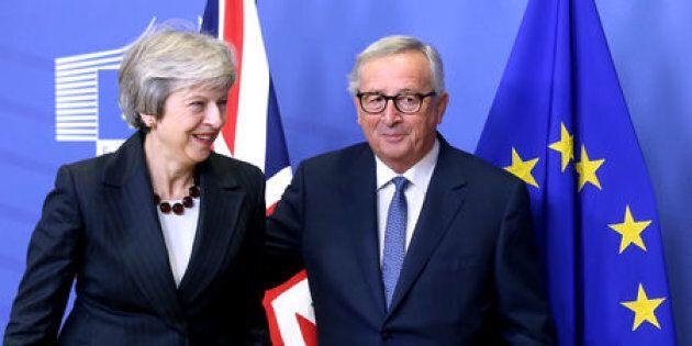 Tusk e May annunciano l'accordo sulla Brexit, ma la Spagna s'impunta su
