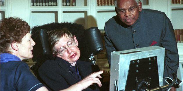 Stephen Hawking, l'icona mediatica dietro la stella della