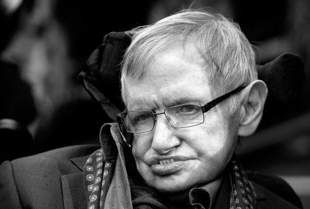 Le 10 frasi di Stephen Hawking che hanno ispirato il