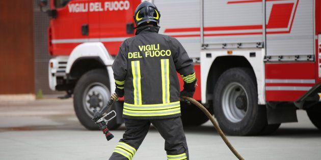 Padre a Mantova dà fuoco alla casa, morto il figlio di 11